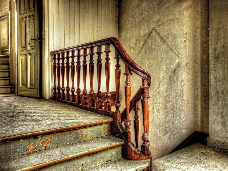 Humedades detrás de las escaleras